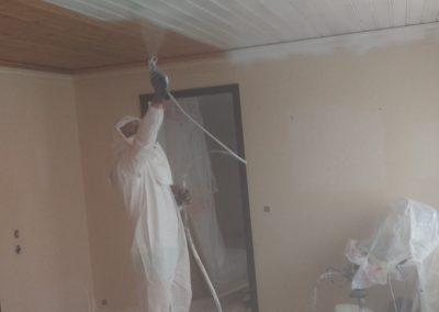 Sprutmålning av tak